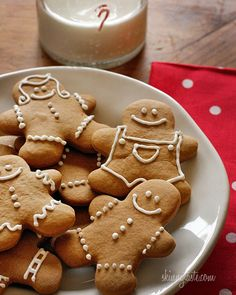 These holiday gingerbread cookies have less than half of the fat than most gingerbread man cookies but the same great flavor and are super easy to make! Ginger Bread Cookies Recipe, Cookie Recipes, Dessert Recipes, Dinner Recipes, Skinny Taste, Holiday Snacks, Holiday Cookies, Gingerbread Man Cookies, Gingerbread Recipes