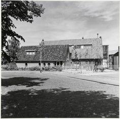 1985: Kleuterschool van de Christus Koningschool en gemeenschapshuis.