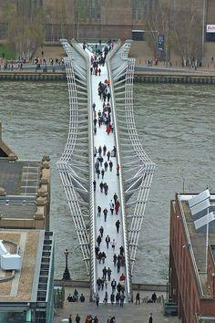 Millennium Bridge London, Cable Stayed Bridge, Bridge Design, Pedestrian Bridge, River Thames, Covered Bridges, Amazing Architecture, Brooklyn Bridge, London England