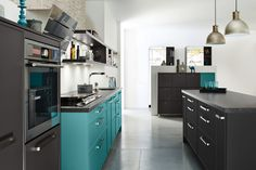 Ballerina Küche mit Cosentino-Oberfläche Silestone Arden Blue