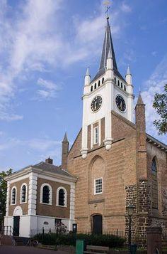 Nederlands Hervormde Kerk, Ommen (the Netherlands). Aan de andere kant van de kerk kunt u HB MODE vinden