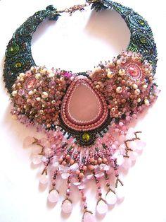 plastron quartz rose 3 - Photo de les brodés - Liliad Bijoux