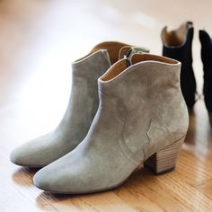 7190ec8f24e Isabel Marant Dicker boots Suede Boots, Tan Booties, Grey Boots, Pies, Low