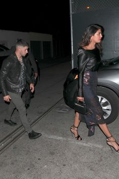 Priyanka Chopra and Nick Jonas spotted together on a date in LA. Miss World 2000, Famous Couples, Inspirational Celebrities, Jonas Brothers, Nick Jonas, Hollywood Life, Priyanka Chopra, Best Couple, Celebrity Couples
