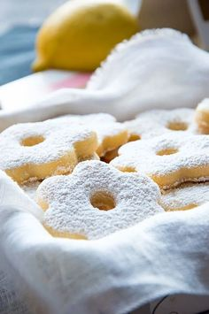 Canestrelli are classic shortbread cookies from Northern Italy (Liguria and Piedmont region in particular). These melt-in-your-mouth cookies are a true Italian classic! You'll love this simple yet authentic recipe. Italian Pastries, Italian Desserts, Italian Recipes, Gourmet Desserts, French Pastries, Egg Yolk Cookies, Biscuit Cookies, Shortbread Cookies, Italian Christmas Cookies