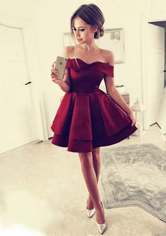 Pretty A-line V-neck Off The Shoulder Homecoming Dresses Short Burgundy Prom Dresses For Cocktail Party