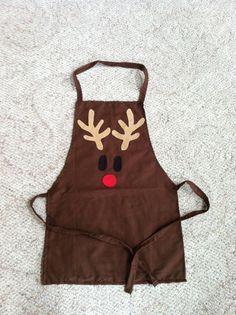 Delantal de renos de Navidad para niños por Amazingknits en Etsy