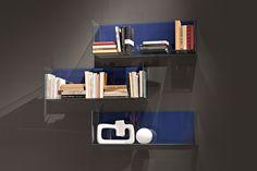 """EmmeBi - GLASS BOXES  """"Glassbox"""" ist eine Sammlung von Regalen und Kästen komplett aus transparentem Glas, mit der Sie endlose Kompositionen an Ihrer Wand kreieren können. Die Farbe  der Hinterwand der Kästchen kann frei gewählt werden. So können die Regale noch individueller gestaltet werden. Box, Designer, Bookcase, Shelves, Home Decor, Musical Composition, Shelving, Architecture, Glass"""