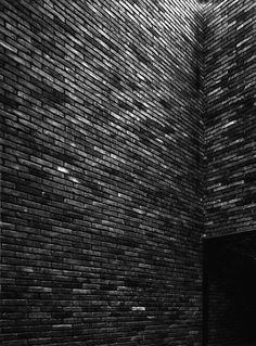 glossy black tiles / contrast / modern industrial