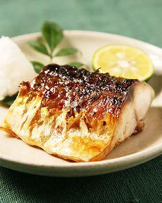 よく定食でも出てくる定番の塩さば。美味しいですよね。魚離れと言われる現代ですが、簡単な焼き方を覚えたら塩さばは手軽で美味しくて言う事なしの食材。塩さばの簡単な焼き方を覚えてどんどん食べましょう。塩さばの焼き方や焼き鯖のアレンジ料理を調べました。