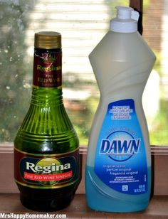 Red wine vinegar in a shallow bowl with a few drops of dawn dish washing liquid to eliminate fruit flies-need this time of year! Fly Remedies, Home Remedies, Homemade Cleaning Products, Household Products, Diy Cleaners, Cleaners Homemade, Cleaning Solutions, Cleaning Hacks, Things To Know