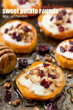 20 Healthy Appetizer Recipes – The Lemon Bowl® Delight your holiday guests with Sweet Potato Rounds with Goat Cheese! They're loaded with fall flavors for the perfect party bite! Potato Appetizers, Fall Appetizers, Healthy Appetizers, Appetizer Recipes, Healthy Desserts, Healthy Recipes, Sweet Potatoe Bites, Sweet Potatoe Appetizer, Sweet Potato Skins
