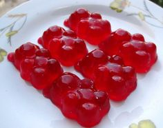 Easy Homemade Gummy Recipe from Grandmothers Kitchen. Homemade Gummies, Homemade Gummy Bears, Healthy Recepies, Healthy Snacks, New Recipes, Cooking Recipes, Favorite Recipes, Home Made Candy, Chocolates