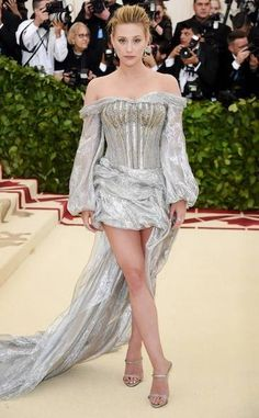 Lili Reinhart from Met Gala Best Dressed Stars to the Hit the Red Carpet The Riverdale actress attended her first Met Gala in custom HM, channeling a Renaissance trendsetter! Lili Reinhart, Gala Dresses, Red Carpet Dresses, Nice Dresses, Celebrity Dresses, Celebrity Style, Met Gala Outfits, Streetwear, Met Gala Red Carpet