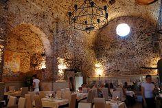 Restaurant Sa Capella op Ibiza huist in een kapel. Internationale sterren zijn hier kind aan huis.