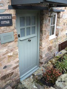 arts and crafts door pigeon - arts and crafts door pigeon - Cottage Style Front Doors, Cottage Door, Cottage Exterior, Cottage Windows, Front Door Entrance, House Front Door, Front Door Colors, Front Door Planters, Glass Front Door