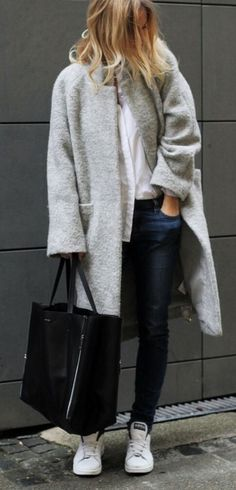 Best Outfit Ideas For Fall And Winter 45 Outfits Thatll Make You Want a Grey Winter Coat Casual Mode, Casual Chic, Winter Looks, Habit Vintage, Smith Adidas, Look Adidas, Moda Barcelona, Moda Outfits, Mein Style