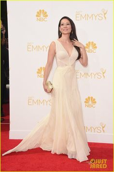 Kate Walsh & Lucy Liu Light Up the Emmys 2014 Red Carpet! | kate walsh lucy liu emmy red carpet 02 - Photo