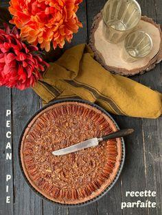 La recette parfaite de la pecan pie américaine. Une tarte aux noix de pécan moelleuse et parfumée avec sa pâte au cacao. Pecan pie ou tarte aux noix de pécan : la recette parfaite est un article de LE JARDIN ACIDULÉ.pour faire le plein de recettes, idées voyages, DIY