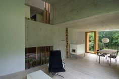Die Architekten spielten in diesem Haus mit unterschiedlich hohen Ebenen, sodass dem Innenraum Lebendigkeit und Spannung eingehaucht wird.  https://www.homify.de/ideenbuecher/39456/edles-wohn-duo