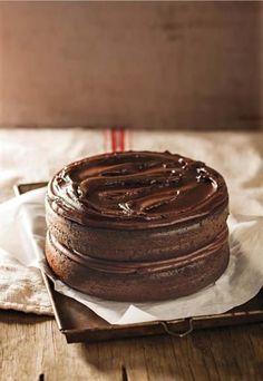 Anel Bezuidenhout van Melkbosstrand se resep is dié maand ons wenner. Olie pleks van botter is die geheim. Baking Recipes, Cake Recipes, Dessert Recipes, Baking Desserts, Dessert Ideas, Kos, Chocolates, Ma Baker, Carbohydrate Diet