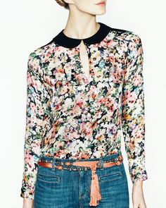 Floral shirt, jeans & knotted belt. With my high waisted bells for the spring. love this look!