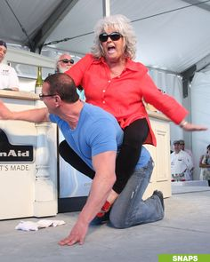 Omfg!!! NOOOOO!!!! Paula Dean and Robert Irvine haha :) Too crazy, that Paula is out of control sometimes...