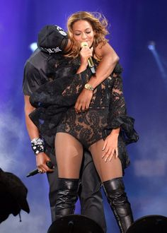 Image from http://i2.irishmirror.ie/incoming/article3848462.ece/ALTERNATES/s615b/Jay-Z-and-Beyonce.jpg.