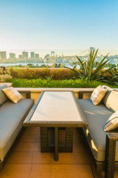 Envie d'aménager votre extérieur et profiter plus de votre jardin avec une magnifique terrasse ? Alors comment choisir ? Terrasse en bois, carrelage, pierre ou béton ? Les choix et options sont divers et variés. Nous vous aidons à choisir et à trouver le meilleur artisan pour faire vos travaux d'installation et vous conseiller. Demandez un devis gratuit. #terrasse #terrassebois #jardin #maison #devis