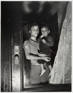 Weegee (Arthur Fellig) - Mother and Child in Harlem, 1939
