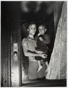 Weegee (Arthur Fellig) - Mother and Child in Harlem, 1939