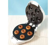 27 Unusual Snack Cookers - From Tiny Dessert Devices to Carnival Cuisine Machines (CLUSTER)