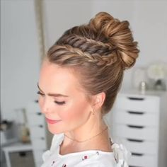 37 Dutch Braid Hairstyles – Braided Hairstyles With Tutorials The Dutch Spit is a three-strand pigtail with the addition of extra. But the strands are not laid on top, as when weaving a French braid, but under it, so it is also called reverse French. Braided Bun Hairstyles, Bun Hairstyles For Long Hair, French Hairstyles, Hairstyle Ideas, Fashion Hairstyles, Pretty Hairstyles, Hairstyles For Girls, Popular Hairstyles, Hairstyles 2018