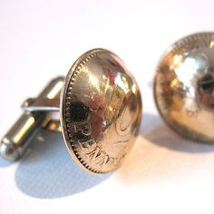 I love the idea! Have to save this present idea to the next fathers day to dad. Penny cufflinks by Ekoru Penny Jewelry, Metal Jewelry, Euro Coins, Penny Coin, Dandy, Two By Two, Cufflinks, Bikers, Fathers