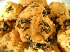 Perişan Kurabiye Canımanne mutfağından merhabalar :) Bu gün sizlere isim olarak çok değişi ve lezzet olarak harika bir kurabiye olan Perişan Kurabiyenin tarifini anlatacağım . Bir kere denediğinizd…