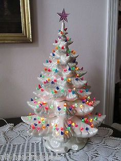 Vintage christmas tree decorations mom ideas for 2019 Vintage Ceramic Christmas Tree, Merry Christmas, Silver Christmas Decorations, All Things Christmas, Christmas Time, Christmas Wreaths, Christmas Ideas, White Christmas, Vintage Decorations