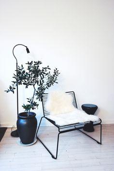 lainahöyhenissä - Blogi | Lily.fi Scandinavian Home, Home Living Room, Lily, Table, Furniture, Design, Home Decor, Living Room, Decoration Home