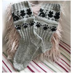 sockor med katter Christmas Stockings, Holiday Decor, Needlepoint Christmas Stockings, Christmas Leggings, Stockings