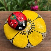 Super cute from Cristina Pierleoni ! We love to inspire you with ama… Super cute from Cristina Pierleoni ! We love to inspire you with amazing Tag us Koloreto Paint Markers for a chance to be… Rock Painting Patterns, Rock Painting Ideas Easy, Rock Painting Designs, Paint Designs, Art Patterns, Pebble Painting, Pebble Art, Stone Painting, Seashell Painting