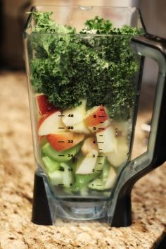 Cella Jane Jessica Alba s Skinny Detox Smoothie detoxsmoothie Apple Smoothies, Healthy Smoothies, Healthy Drinks, Healthy Snacks, Healthy Eating, Healthy Recipes, Healthy Detox, Simple Recipes, Healthy Life