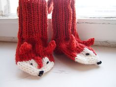 Tanssivat kädet - Dancing hands: Joululahjoja - Christmas presents Crochet Cross, Crochet Baby, Knit Crochet, Kids Slippers, Crochet Slippers, Minion Baby, Fox Socks, Fox Pattern, Knitted Animals