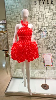 Pretty red balloon dress—looks like a cocktail dress❣ Rie Hosakai & Takashi Kawada