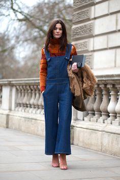 Street style snaps from London Fashion Week Fall 2015 London Fashion Weeks, Winter Looks, London Stil, Turtleneck Outfit, Turtleneck Style, Black Turtleneck, Estilo Jeans, Winter Stil, Fashion News
