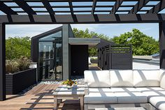 chicago-modern-house-design-amazing-rooftop-patio-5.jpg