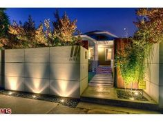 Have you just bought a new or planning to instal landscape lighting on the exsiting house? Are you looking for landscape lighting design ideas for inspiration? I have here expert landscape lighting design ideas you will love. Fence Lighting, Backyard Lighting, Exterior Lighting, Outdoor Lighting, Lighting Ideas, Wall Lighting, Modern Landscaping, Outdoor Landscaping, Landscaping Software