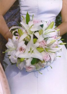 Wedding Bouquets With Lilies - Wedding and Bridal Inspiration Lily Bouquet Wedding, Lily Wedding, Our Wedding, Oriental Lily, Bridal Flowers, Love Story, Wedding Planning, Bride, Inspiration