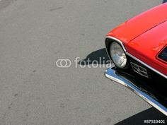 Roter Ford Maverick Sportwagen aus dem Amerika der Siebziger Jahre in Wettenberg bei Gießen