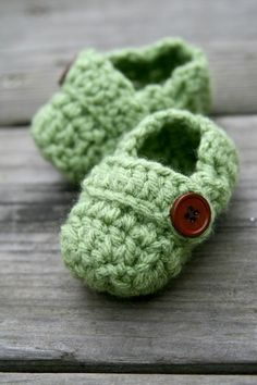 too cute to be real !!! crocheted baby shoes #green #crochet