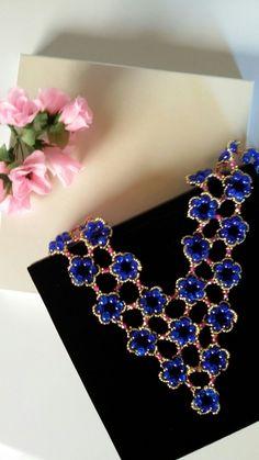 Schmuckset 5 bestehend aus Collier, Armbanduhr und Ohrringen, plus Schmucketui, Farbe Champagner im Format 18cm x 18 cm Erhältlich in meinem Etsy - Shop