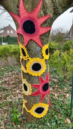 Yarn bombing in our garden, made by Paulien Klerken